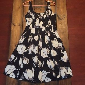 White House/black market pleated dress